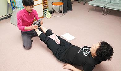 下腹・太ももの前側・内側・裏側を鍛えて、ひざに負担のない歩行を取り戻す